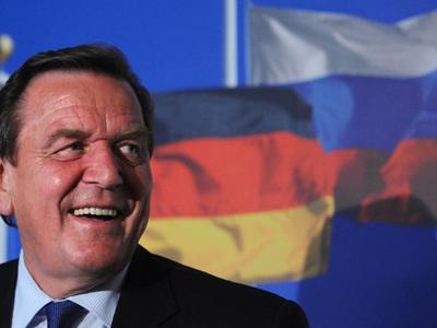 Шредер призвал Шульца улучшить отношения с Россией
