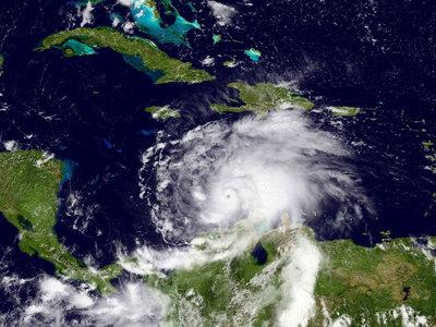 """К Гаити приближается ураган """"Мэттью"""""""