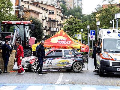 В Италии гоночная машина врезалась в зрителей. Видео
