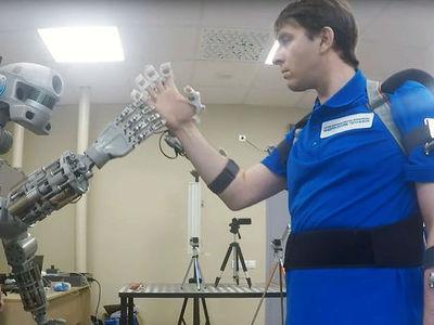 Российский робот FEDOR будет не только спасать людей из-под завалов, но и летать в космос