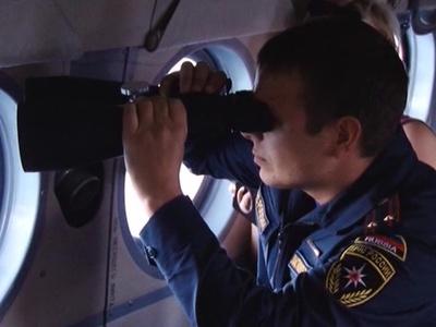 Детей с перевернувшейся на Ладоге лодки ищут 120 человек