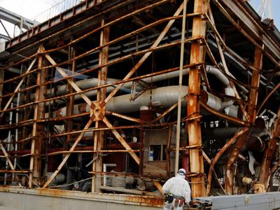 """Реактор """"Фукусимы"""" обследуют """"космическими лучами"""""""