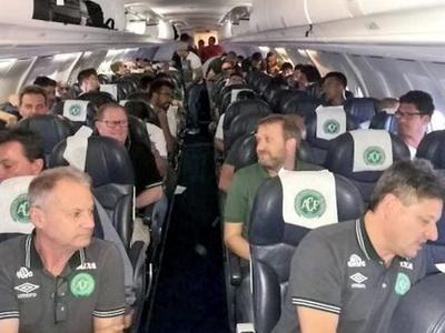 Футболисты с разбившегося самолета должны были лететь другим рейсом