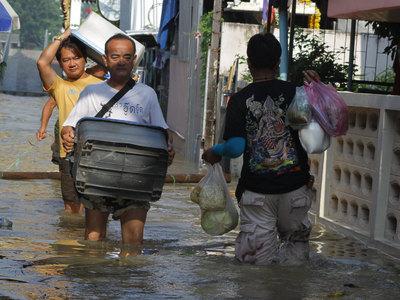 Утопленные байки и преувеличения СМИ: правда о наводнении в Таиланде
