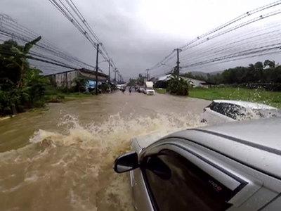 Россияне не отказываются ехать в затопленный Таиланд
