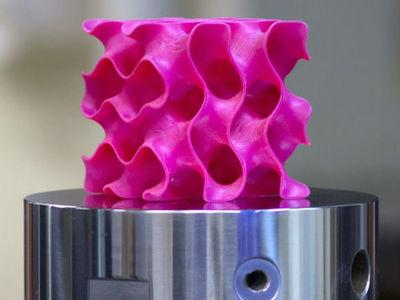 """В MIT спроектировали """"губчатый"""" 3D-графен в десять раз прочнее стали"""