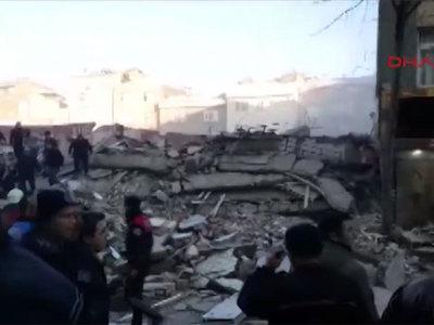 Возросло число жертв обрушения шестиэтажки в Стамбуле