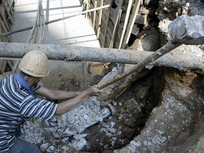 Кувалдой по трубе: на Бийском олеумном заводе произошел взрыв