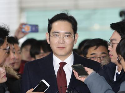 Суд отказался арестовывать руководителя Samsung