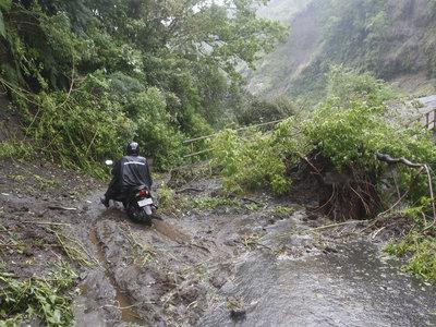 12 человек стали жертвами оползней на острове Бали