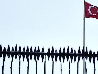 Почти четыре тысячи государственных служащих были уволены в Турции