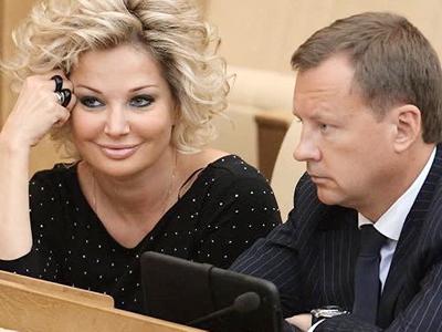 Максакова будет ходить на могилу Вороненкова, пока он ее не отпустит