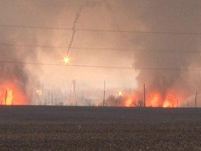 На военном складе в Балаклее продолжаются одиночные взрывы боеприпасов