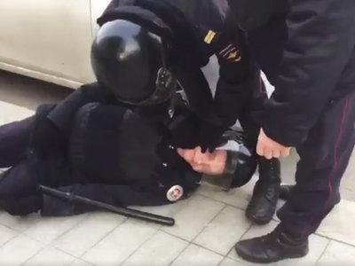 Митинг оппозиции в Москве: более 600 задержанных, один полицейский ранен, Навальный арестован