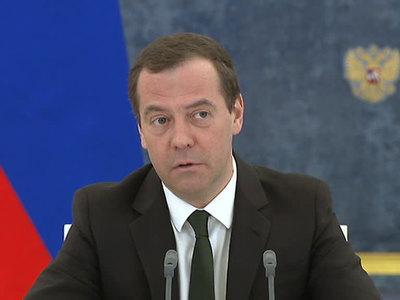 Медведев отправил поздравления российским пловцам