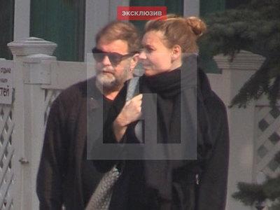 Бориса Гребенщикова застали целующимся с бывшей женой Кончаловского