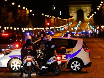 В машине парижского стрелка нашли армейский автомат и документы