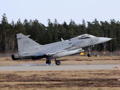 Болгарские пилоты будут летать на шведских истребителях