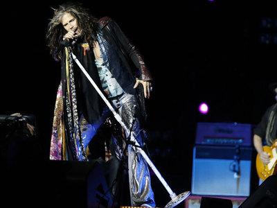 Aerosmith исполнили песню в поддержку Манчестера на концерте в Москве
