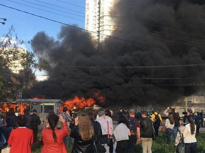 """Возле метро """"Юго-Западная"""" в Москве сгорел пассажирский автобус"""