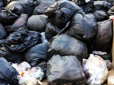 Из екатеринбургской квартиры вынесли тонну мусора