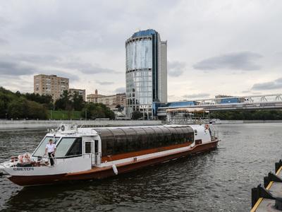 Мужчина на спор прыгнул с теплохода в Москву-реку