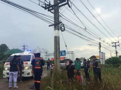 Мужчина погиб от удара тока, пытаясь снять с проводов мешок с деньгами