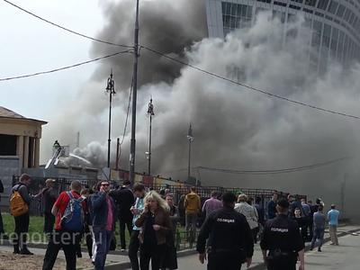 Из-за пожара у Киевского вокзала в соседнем офисном здании проводилась эвакуация