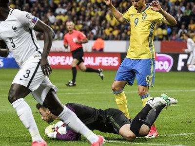 Ошибка вратаря обернулась для французов проигрышем в Стокгольме