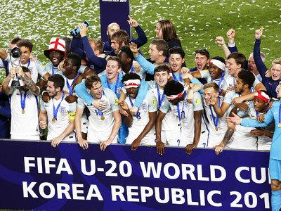 Футболисты сборной Англии выиграли чемпионат