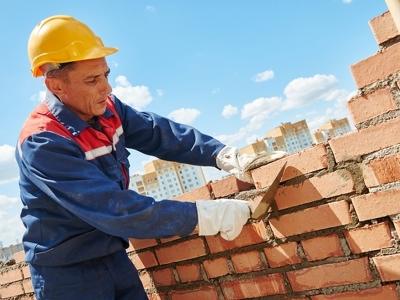Среди рабочих самыми востребованными стали каменщики и штукатуры