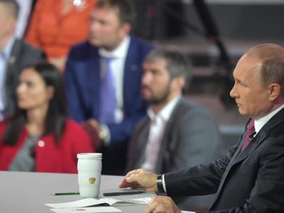 """Медицина, образование, ЖКХ: Путин дал поручения после """"Прямой линии"""""""