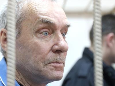 Отец полковника Захарченко останется под стражей по делу о растрате