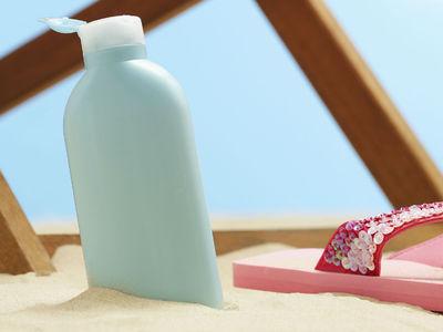 Химики рассказали, чем опасны солнцезащитные кремы