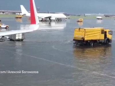 Московский ураган не позволил взлететь почти 150 самолетам