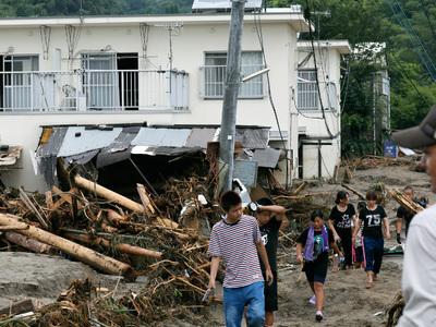 Число погибших в результате наводнений в Японии выросло до 16