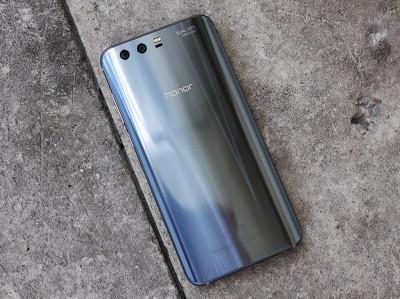 Обзор Honor 9: бескомпромиссный середнячок от Huawei