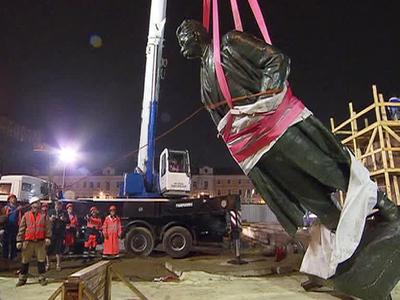 Памятник Горькому вернулся на площадь Тверская Застава