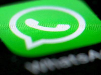 В WhatsApp появились цветные статусы как в Facebook