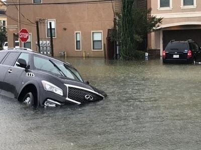 "Ураган ""Харви"" в США уничтожил 500 000 автомобилей"