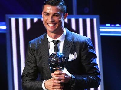 Криштиану Роналду назван лучшим футболистом мира по версии ФИФА