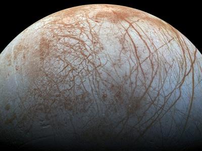 """Астрономы объяснили движение """"тектонических плит """" в ледяном панцире Европы"""