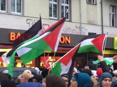 Более двух тысяч берлинцев вышли на акцию в поддержку Палестины