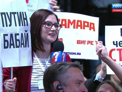 """Рога с маячком, капуста в бороде, """"Путин бабай"""" и другие курьезы пресс-конференции"""