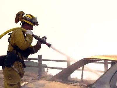 """Пожарный погиб при тушении пожара """"Томас"""" в Калифорнии"""
