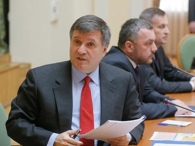 Аваков заявил, что Интерпол не будет искать Яценюка для России