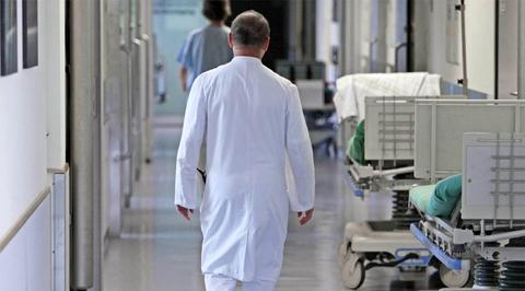 В Мурманской области задержали хирурга, доверившего ампутацию студентам