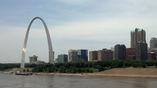 """Пример параболической конструкции – мемориал """"Ворота Запада"""", установленный на берегу Миссисипи в американском штате Миссури. В верхней точке конструкции располагается смотровая площадка."""