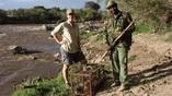 Ведущий автор исследования Аманда Сабаласки (Amanda Subalusky) в ходе работ на реке Мара.