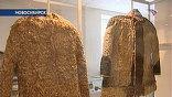 Особое внимание реставраторы обращают на войлочную шубу, украшенную соболиным мехом. Её роскошь можно будет оценить только после реставрации